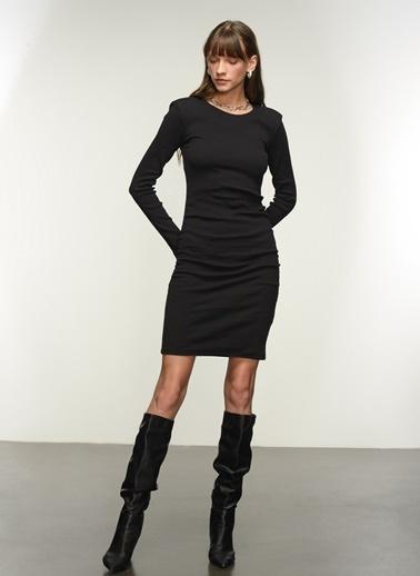 NGSTYLE Ngkaw21El0005 Kaşkorse Büzgü Detaylı Elbise Siyah